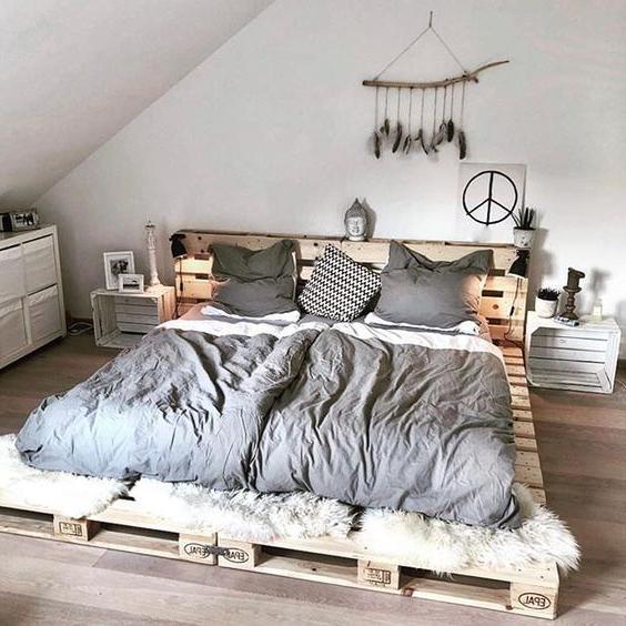 Meuble de palette - un lit palette en bois