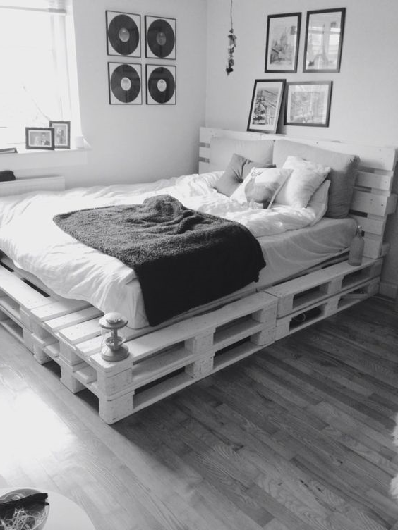 Meuble de palette - idée d'une palette lit en blanc et gris
