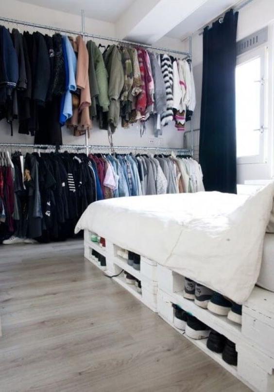 Meuble de palette - idée de lit et armoire en bois