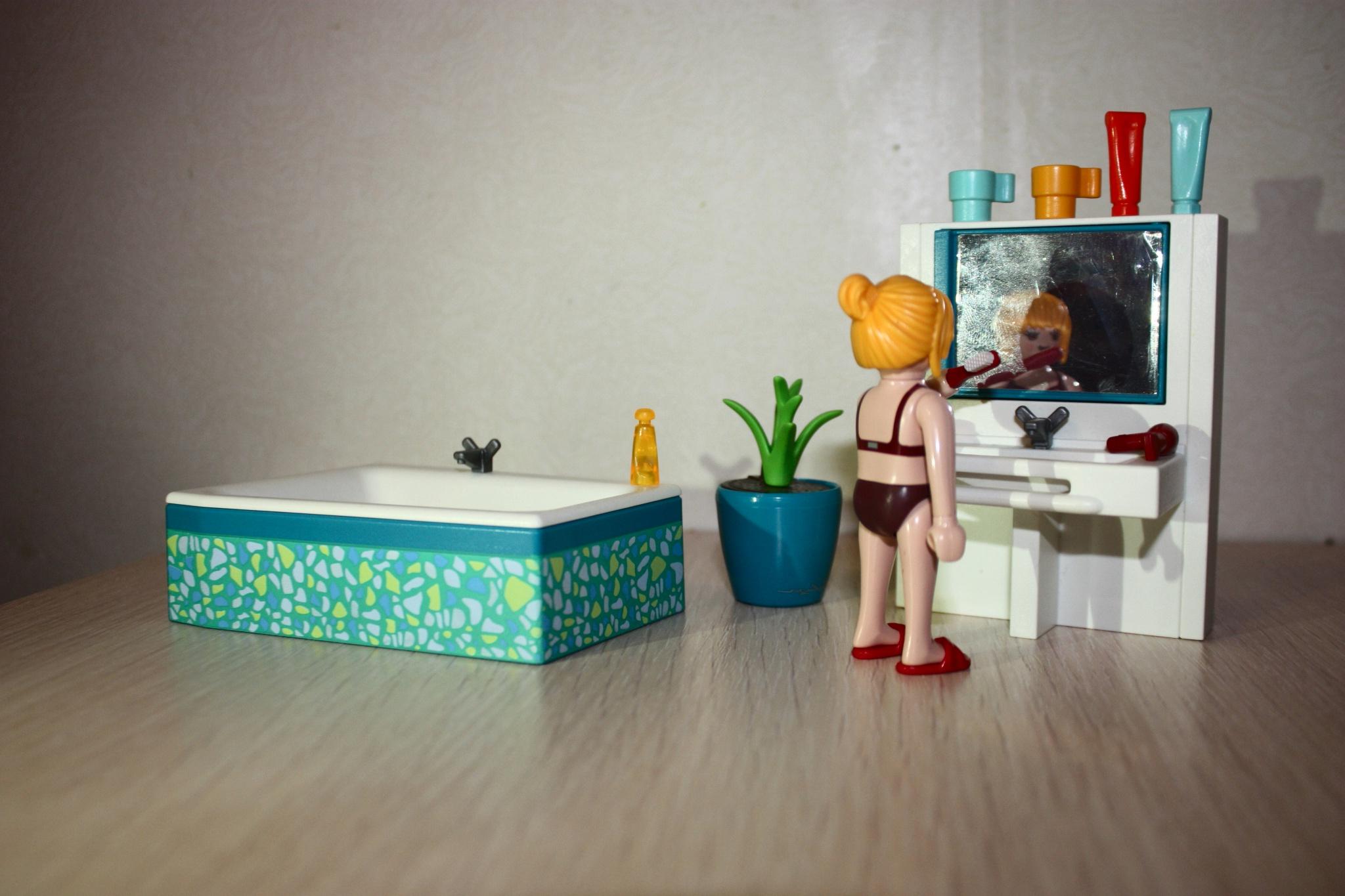 Vous pouvez faire un maquillage parfait dans cette salle de bain excellente