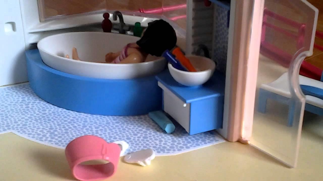 Prendre un bain relaxant dans la salle de bain Playmobil
