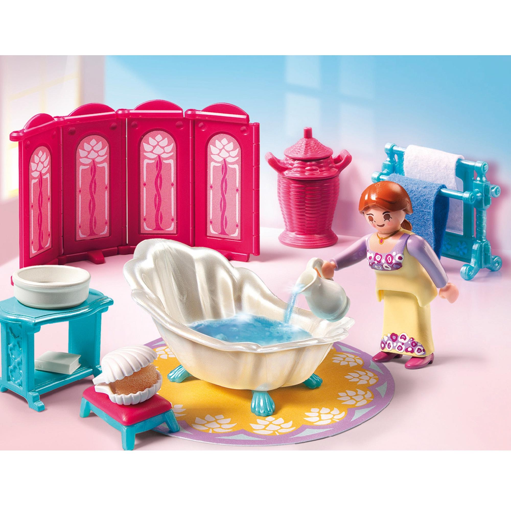 La servante prépare la baignoire pour la princesse