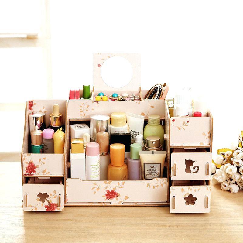 Si vous aimez faire de l'artisanat, recherchez des projets de bricolage pour créer votre propre boîte de rangement pour maquillage.