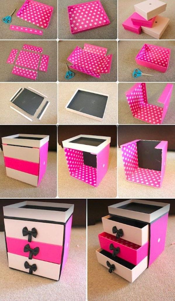 Si vous avez des boîtes-cadeaux vides ou inutilisées, vous pouvez les utiliser comme organisateurs de maquillage incroyablement bon marché.