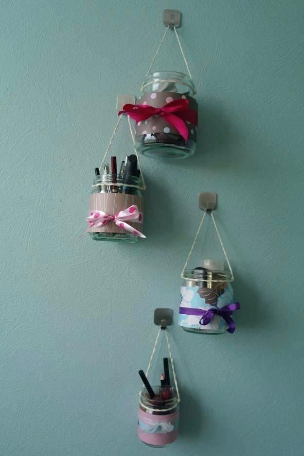 Assurez-vous d'essayer notre idée de rangement de maquillage sur le mur!