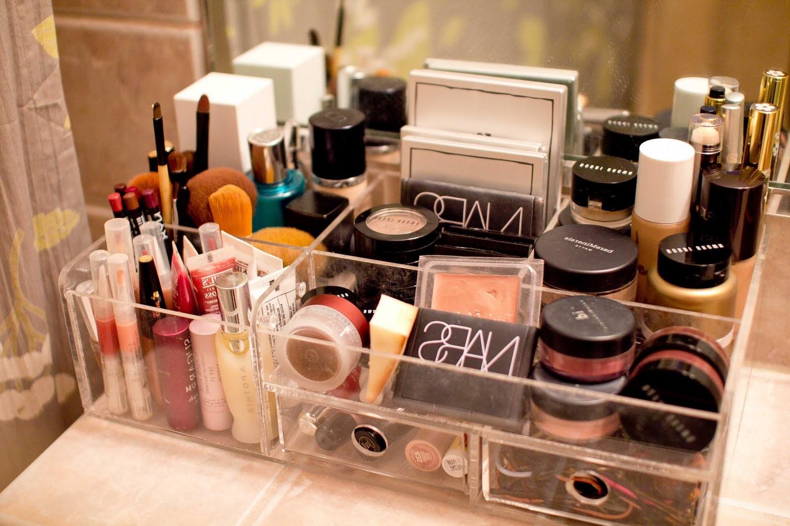 Ce type de boîte de rangement de maquillage est peu coûteux et vous pouvez le trouver facilement en ligne.