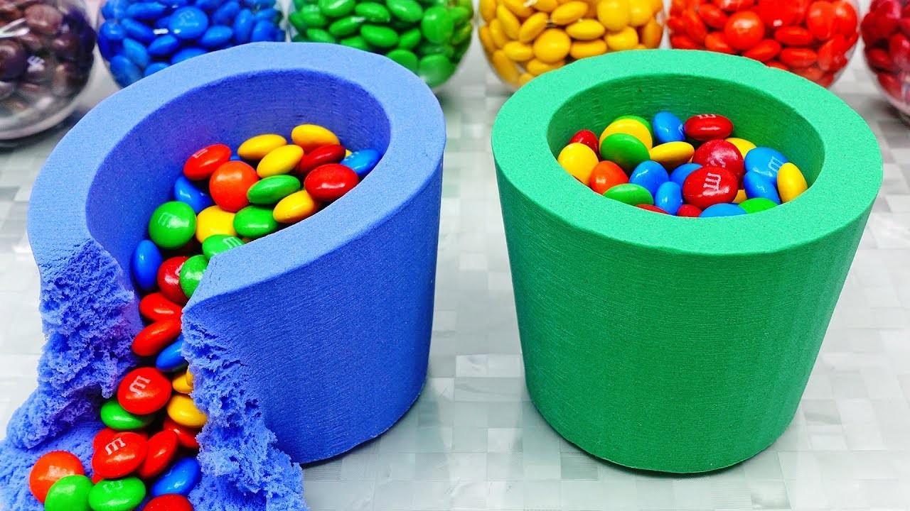 Prenez des bonbons colorés et les poser dans ces cylindres de sable