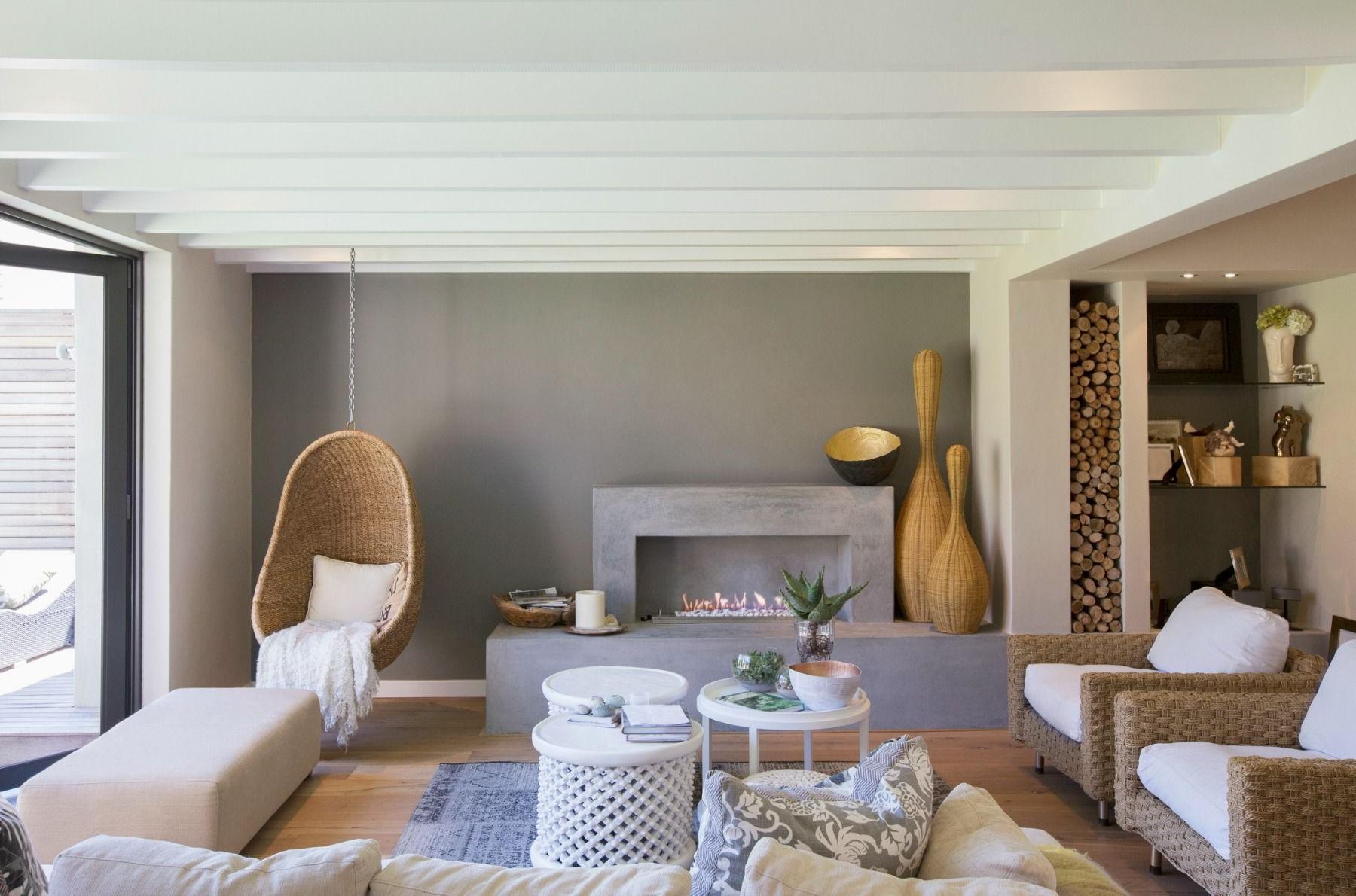 Un fauteuil suspendu est une autre bonne idée pour rendre votre salon cosy.