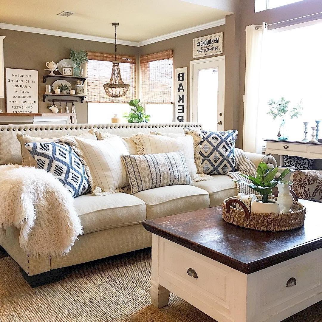 Ambiance décontractée et détendue du style bohème, maintenant c'est un salon confortable.