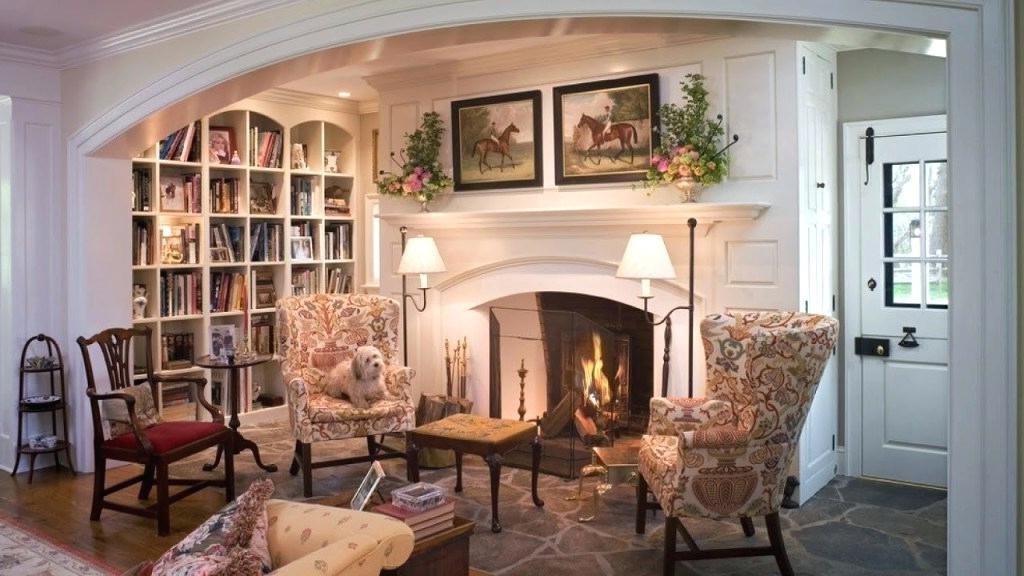 Une bibliothèque et une cheminée - quelle belle combinaison!