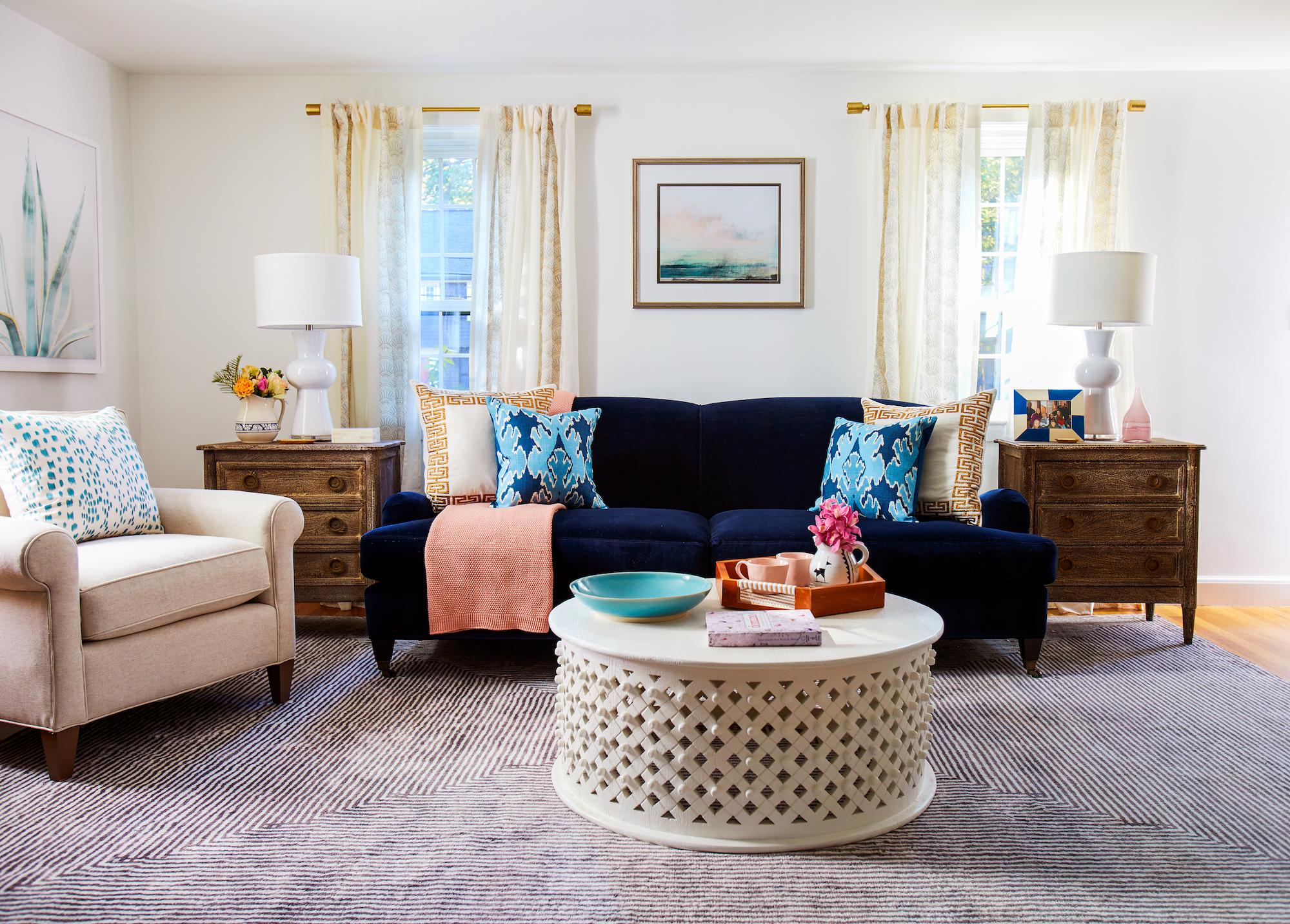 Ou bien, choisissez un meuble de couleur vive pour créer un contraste dans le décor.