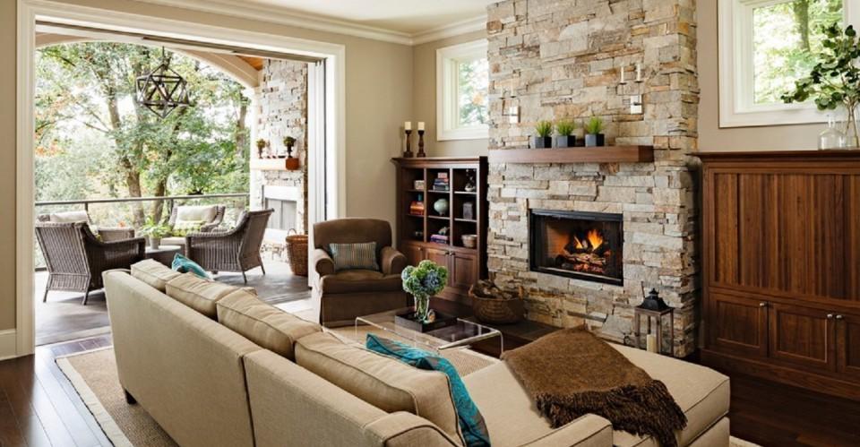 Les accents de bois et de pierre renforcent l'approche naturelle de cette maison.