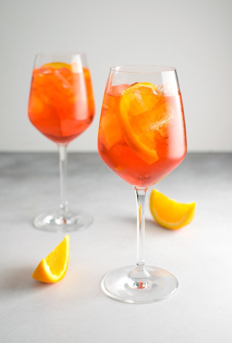 L'Aperol Spritz est un autre cocktail rafraîchissant, semblable à la soupe de champagne.