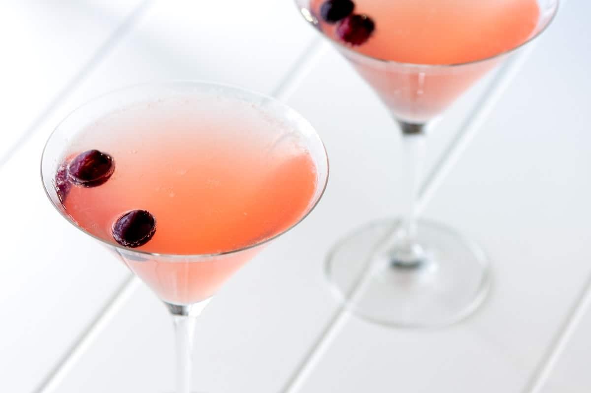 Vous pouvez également essayer un peu différent Cosmopolitan. Au lieu de la vodka, utilisez du champagne.