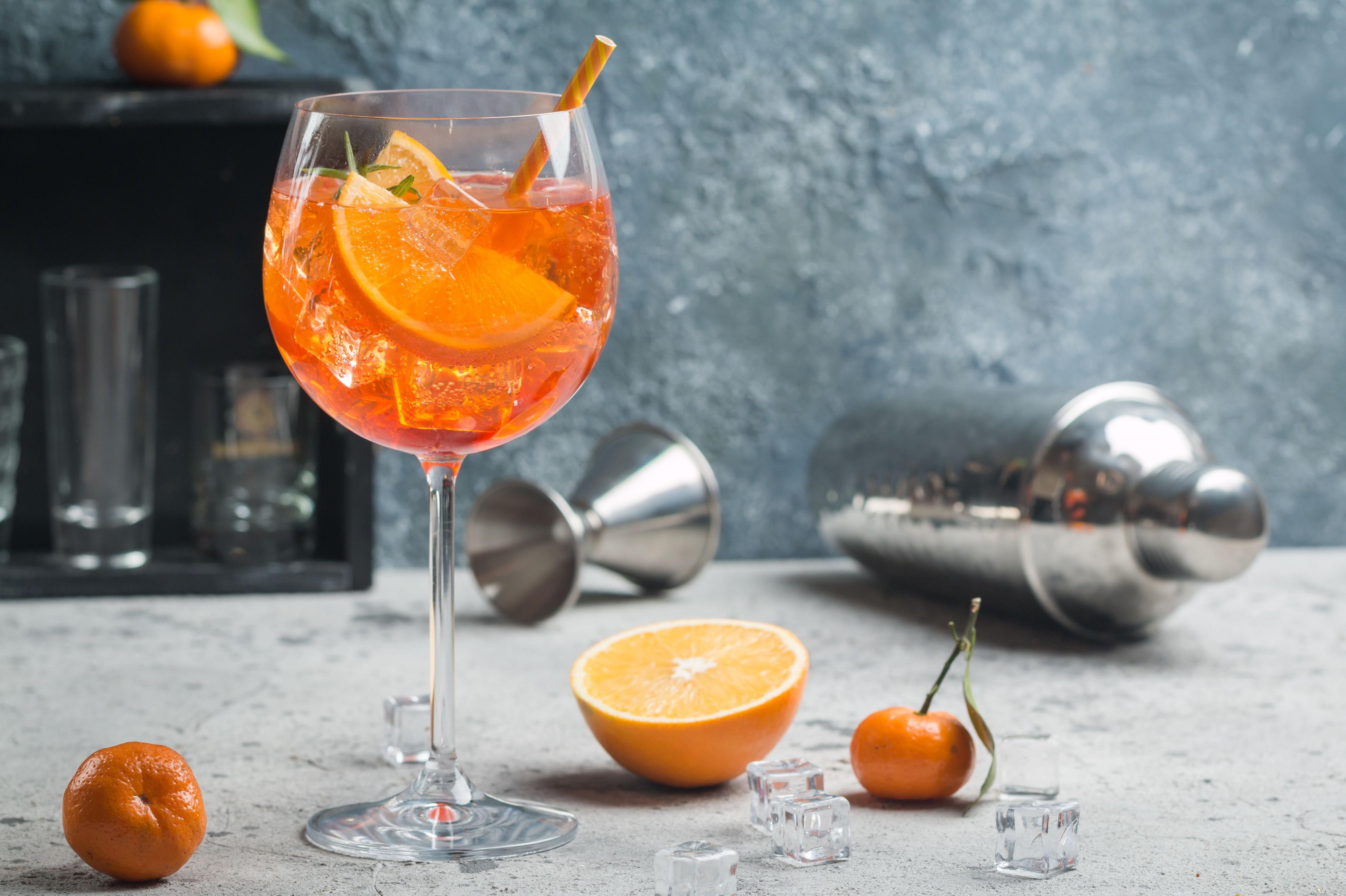 Si vous souhaitez presser vos propres oranges, faites-les à l'avance pour pouvoir les refroidir avant de les utiliser.