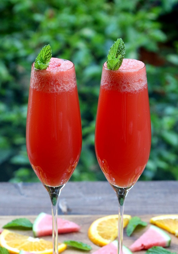 Comme la soupe de champagne, les Mimosas peuvent être préparés avec des fraises ou des framboises.