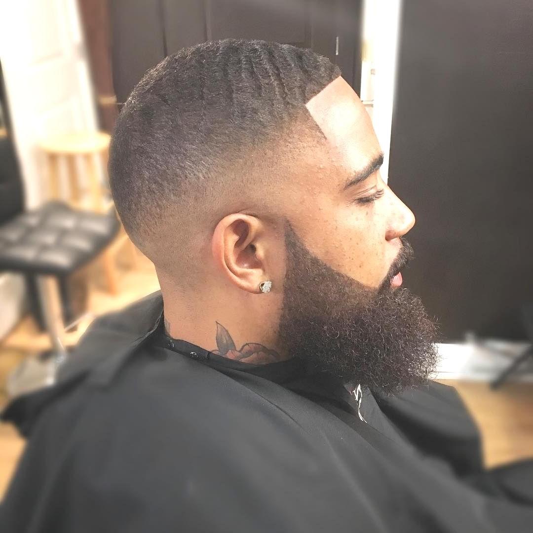 La bonne chose est qu'il existe de nombreux styles de barbe, vous trouverez donc certainement le meilleur.