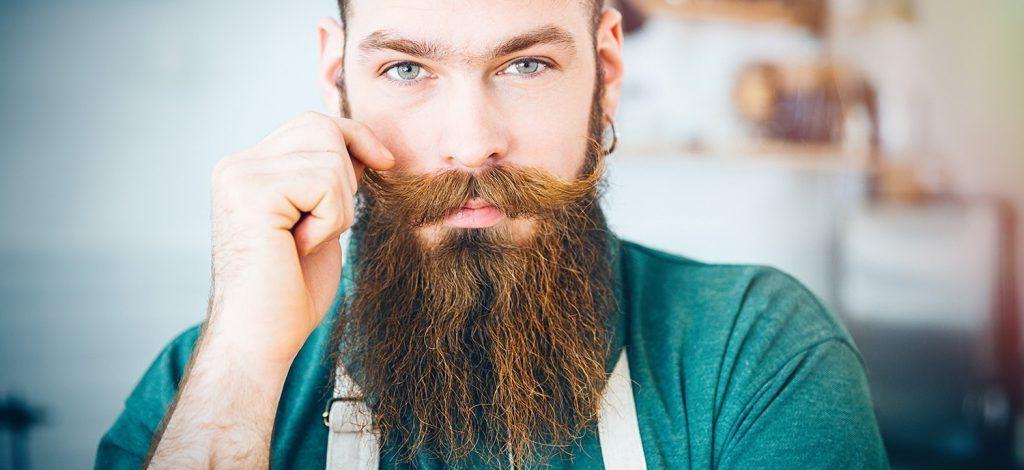 Vous pouvez regarder des vidéos sur Youtube pour savoir comment vous couper la barbe correctement.
