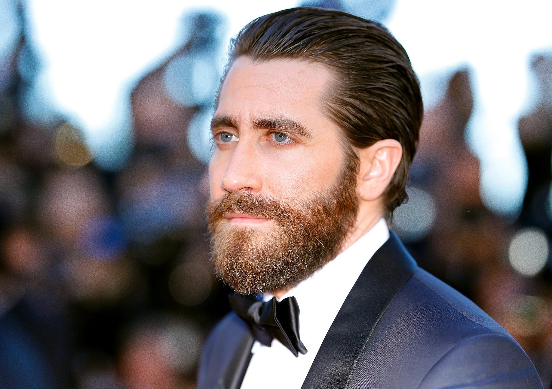 Mais prendre soin de sa barbe, ce n'est pas seulement s'assurer qu'elle est propre et hydratée.