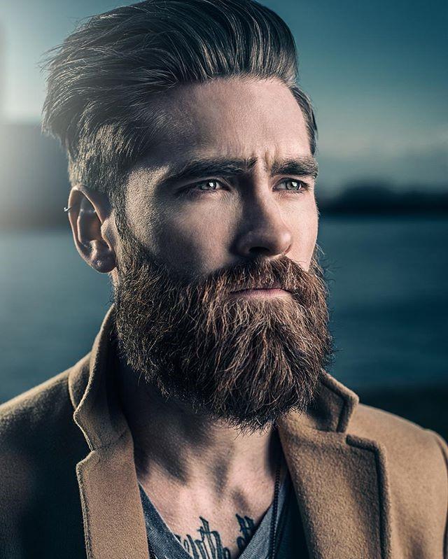 La moustache est aussi importante que la barbe.