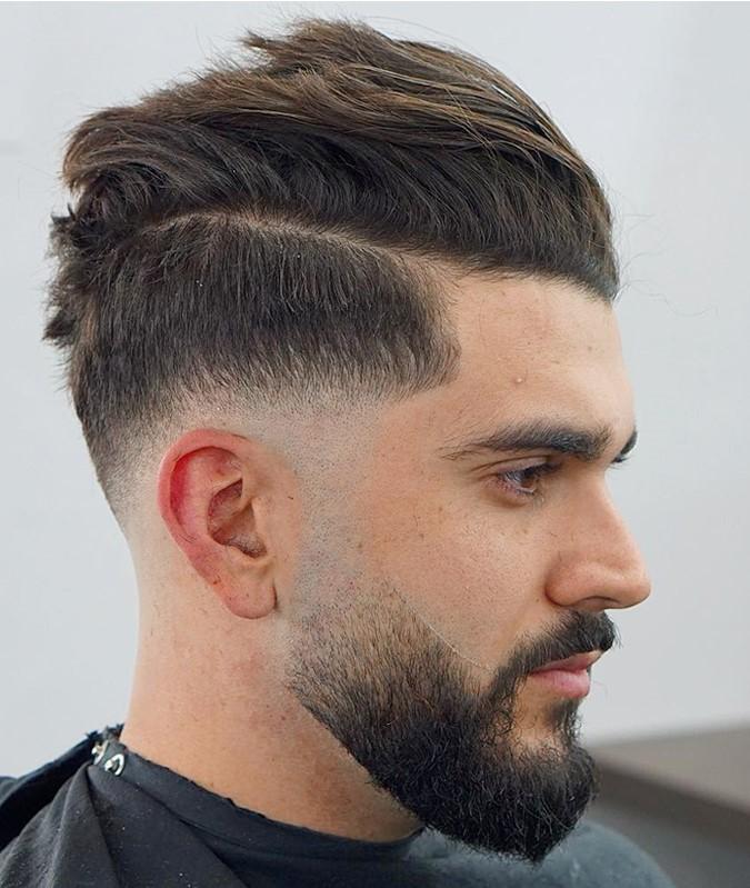 Huile de barbe - comme vous l'avez peut-être déjà deviné, il s'agit d'une huile que vous utilisez dans votre barbe pour équilibrer naturellement son hydratation.