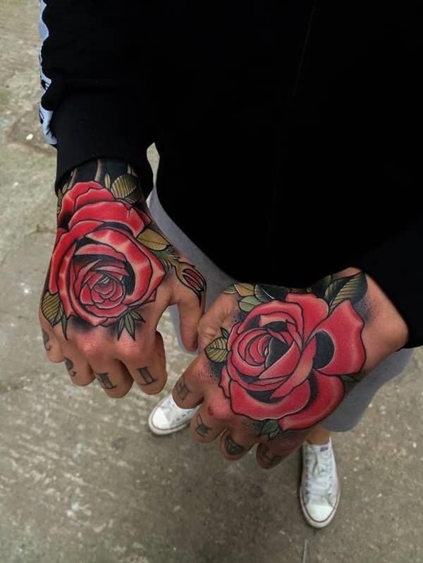 On pense également que le tatouage de rose représente un équilibre, symbolise un amour éternel, un espoir et de nouveaux commencements.