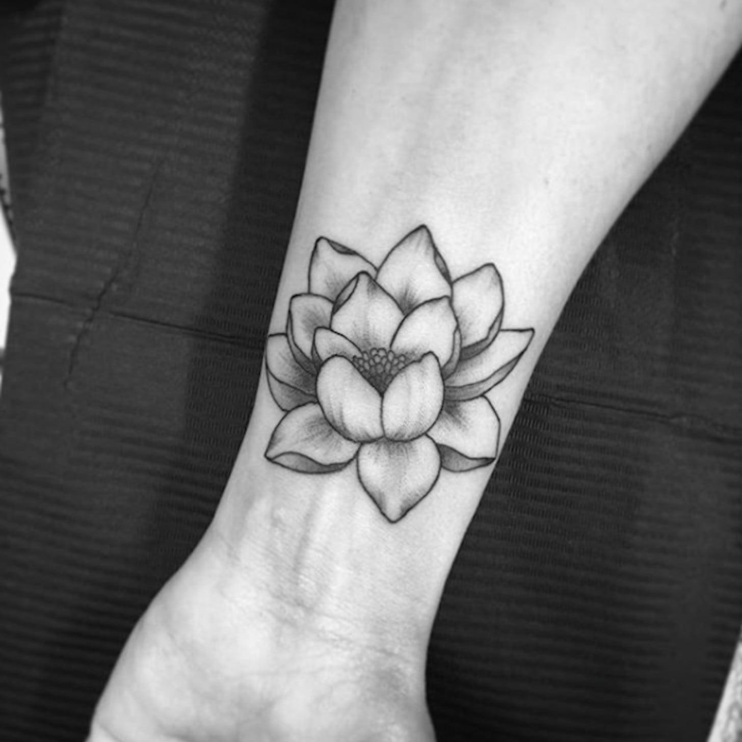 La fleur de lotus représente la connaissance, la compréhension, l'illumination et la vie.