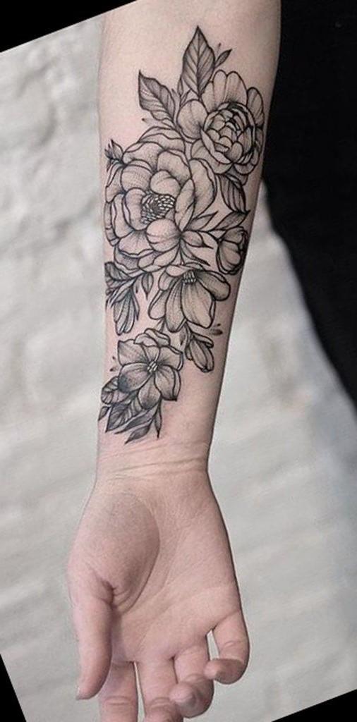 N'oubliez pas que les tatouages de fleurs ne sont pas réservés seulement aux filles!