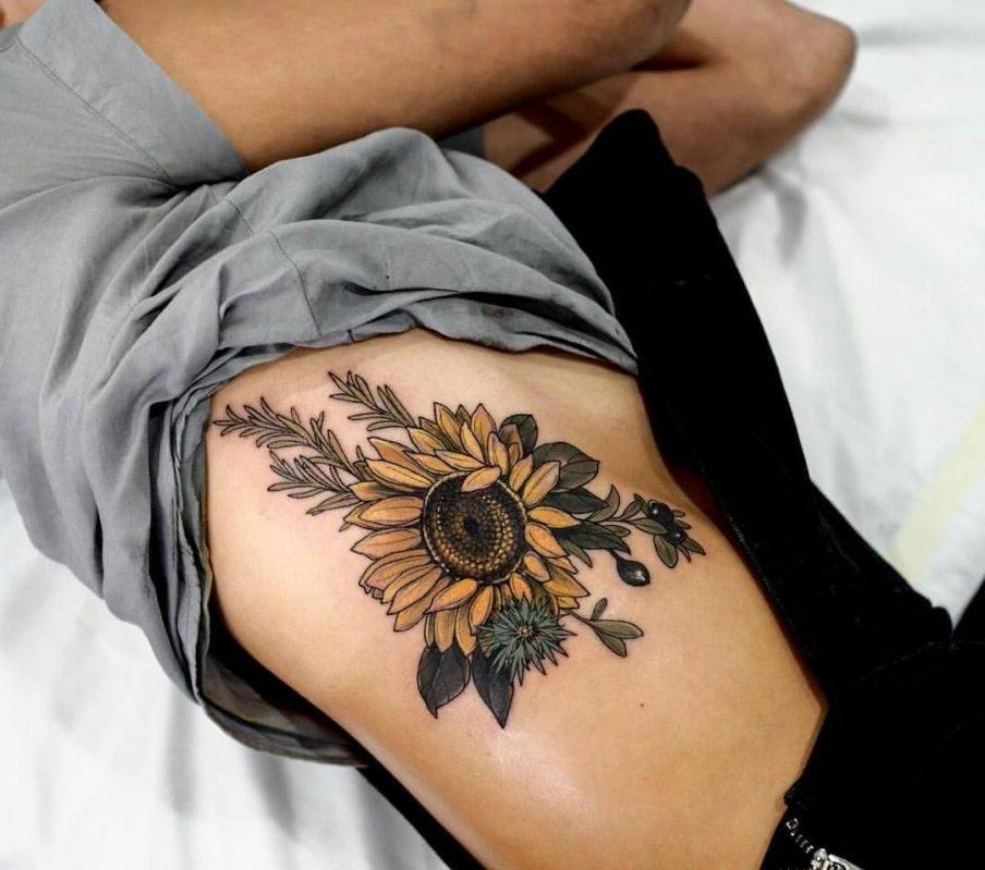 Cette conception de tatouage est un symbole commun pour la chaleur et le bonheur.