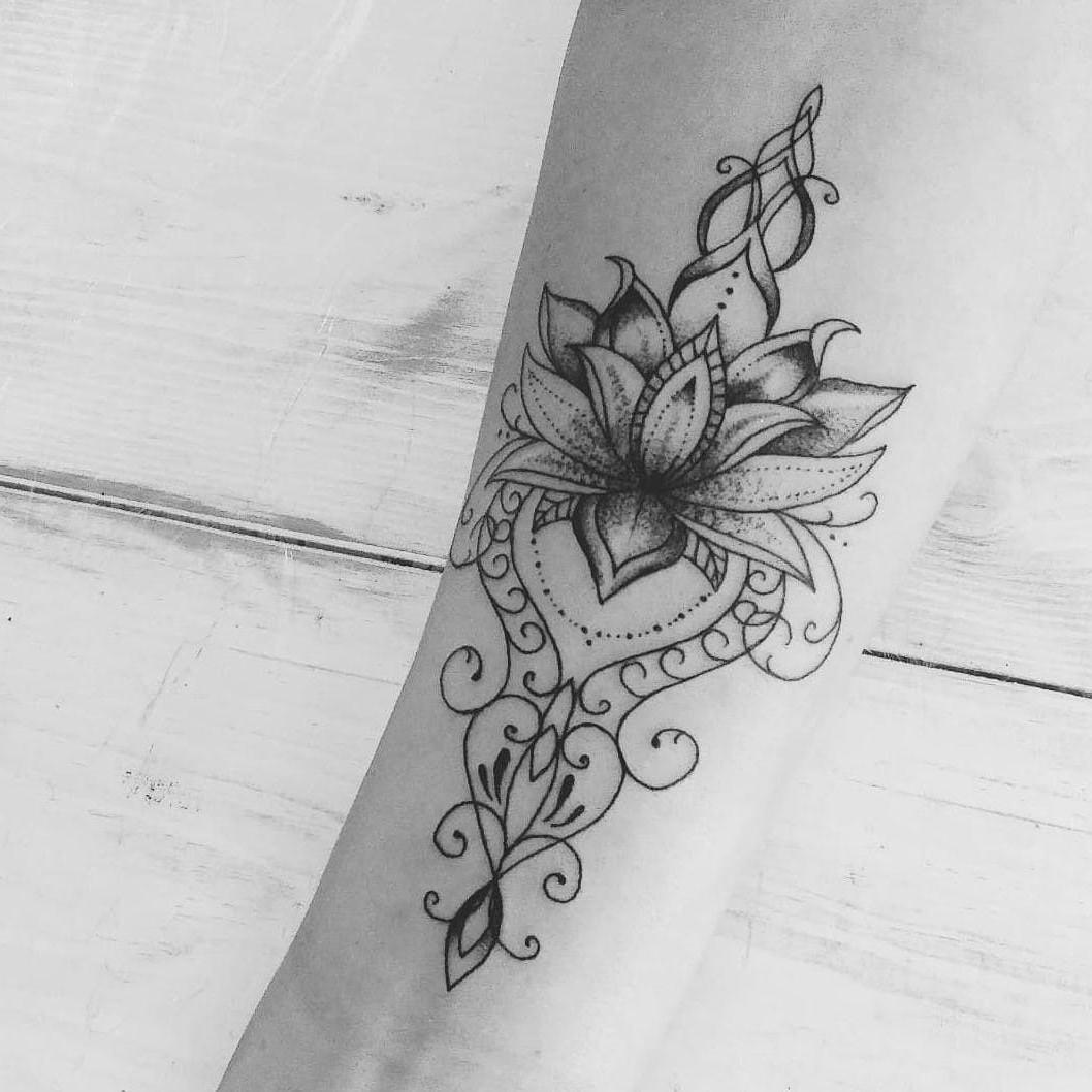 Un choix très populaire pour un tatouage mandala est l'intérieur de votre poignet.