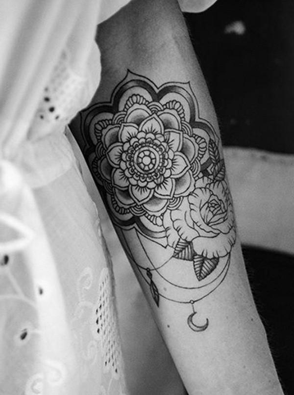 Dans l'hindouisme, le Lotus est un symbole des vertus de l'âme humaine et de la manière dont il peut faire tomber toutes les barrières physiques qui limitent son ascension.