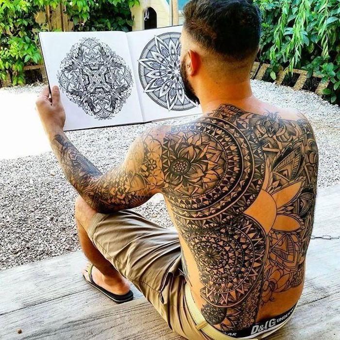 Le cercle lui-même est symbolique de la complétude de l'homme et représente l'intégralité de notre psyché afin d'exposer la divinité du Soi.