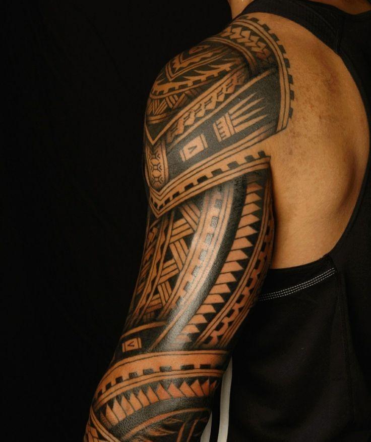 Le tatouage maori était autrefois un processus long et laborieux. C'était très douloureux, c'est pourquoi seules quelques parties du corps ont été tatouées à la fois pour permettre la guérison.