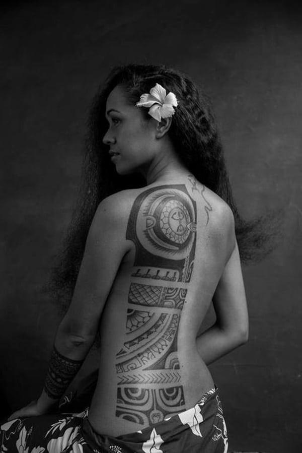 Le soleil est une partie importante du tatouage maori. Tout tire son énergie du soleil.