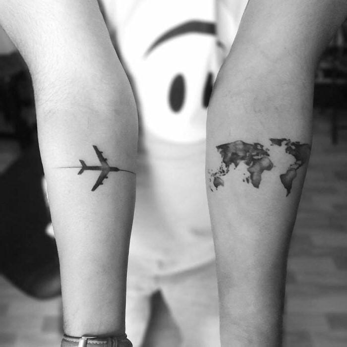 Encore une fois, un avion et le globe avec la carte du monde, deux des choix les plus populaires.