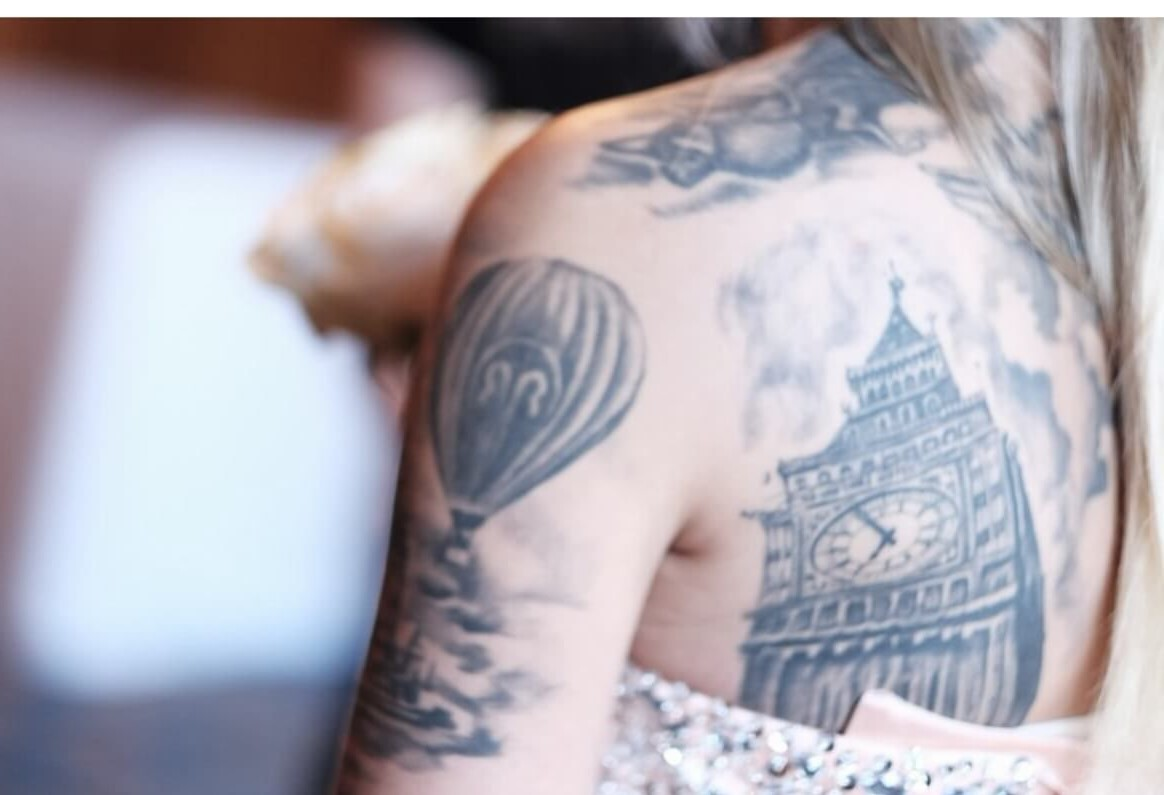 Pensez à un endroit que vous avez visité ou que vous voulez visiter et trouvez un moyen de le transformer en un tatouage unique.