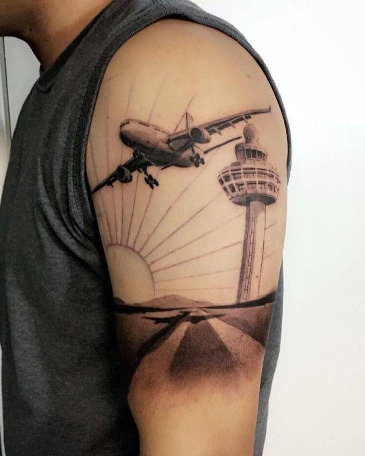 Récemment, les avions sont devenus une idée de tatouage très populaire chez les hommes et les femmes.