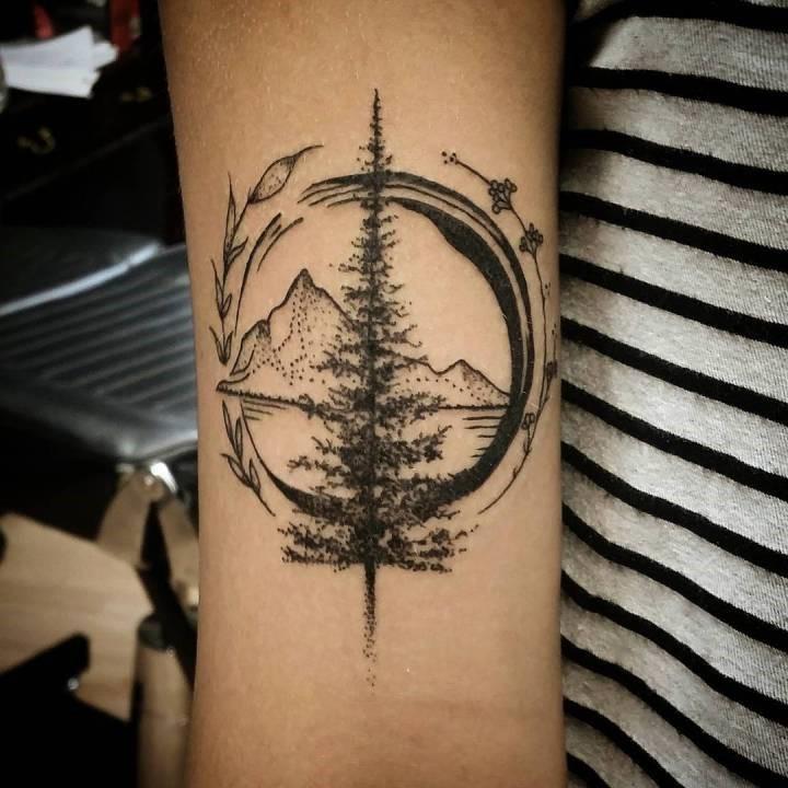 L'une des principales raisons pour lesquelles les gens choisissent de se faire tatouer la montagne est parce qu'ils montrent qu'ils ont un côté aventureux.