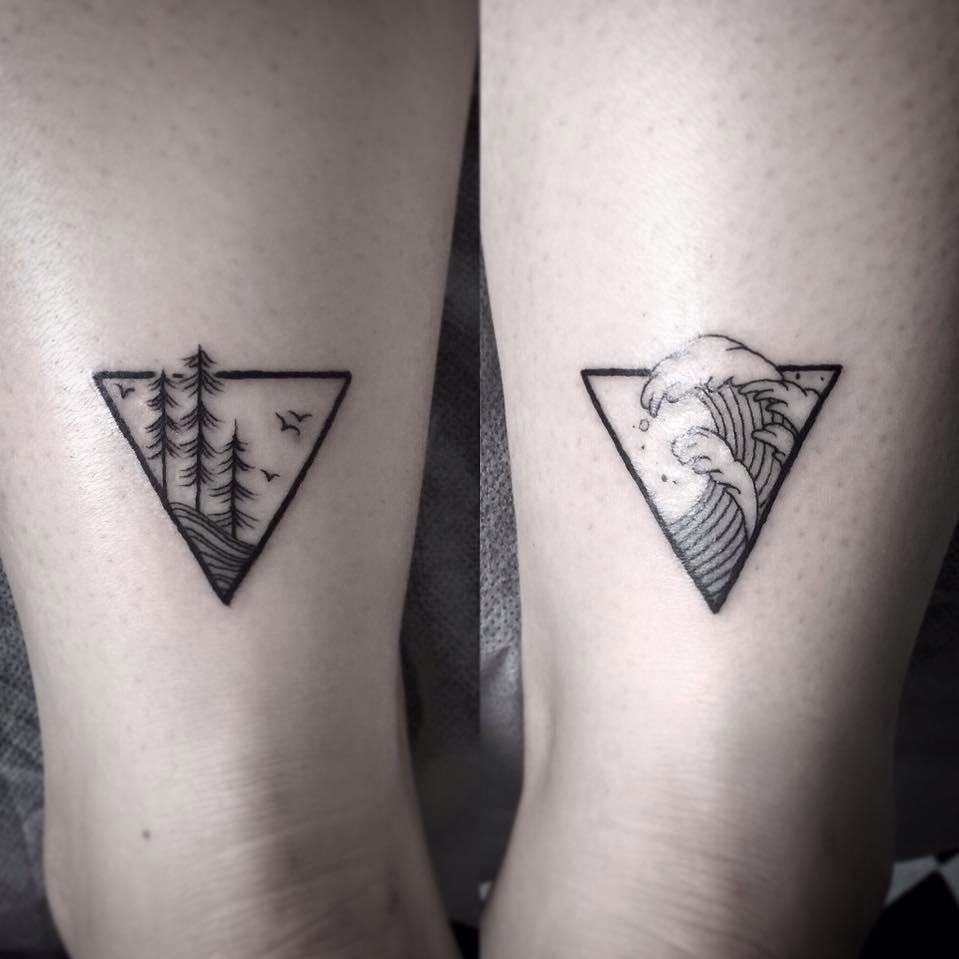 Le propriétaire d'un tatouage de montagne n'est sûrement pas le type à rester dans sa maison mais aime sortir et vivre!