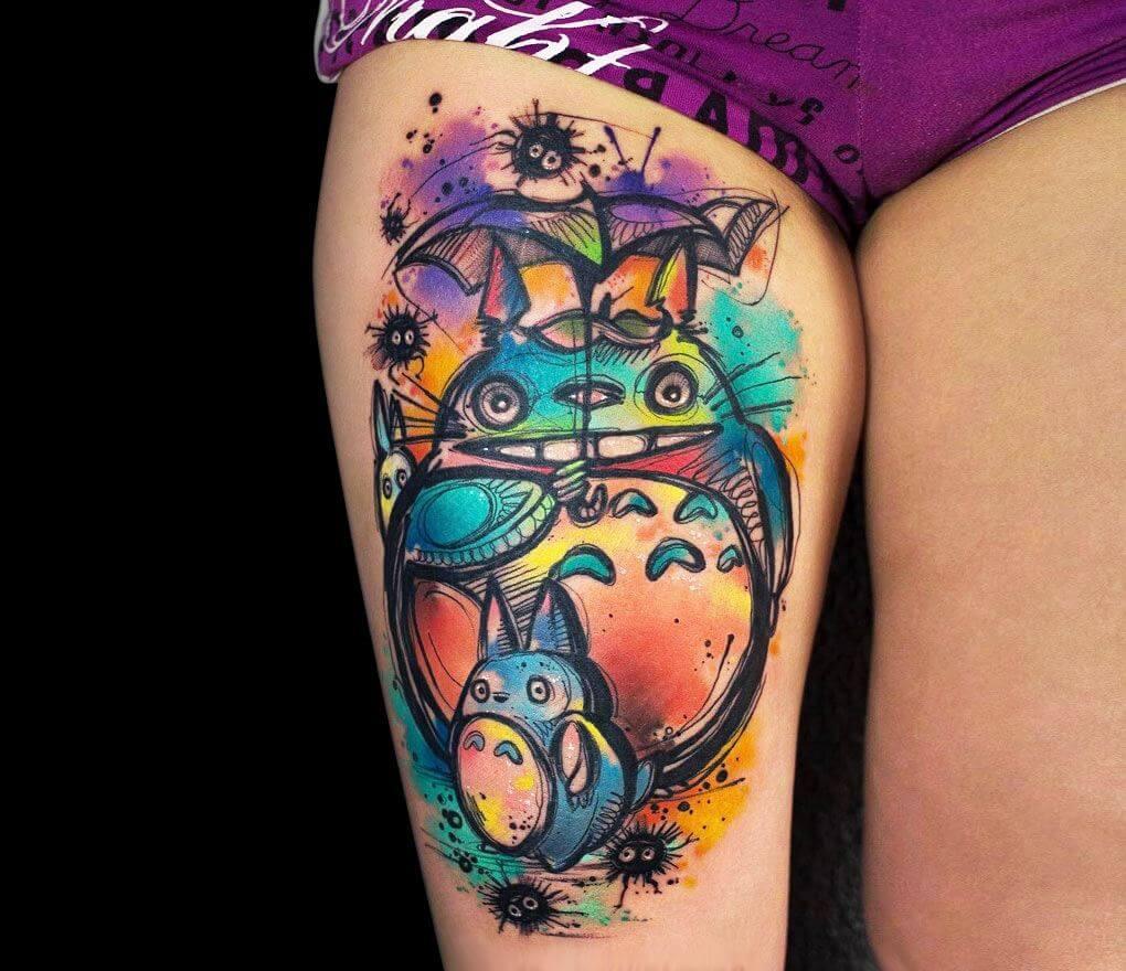 Totoro tattoo sur la jambe est une très bonne idée
