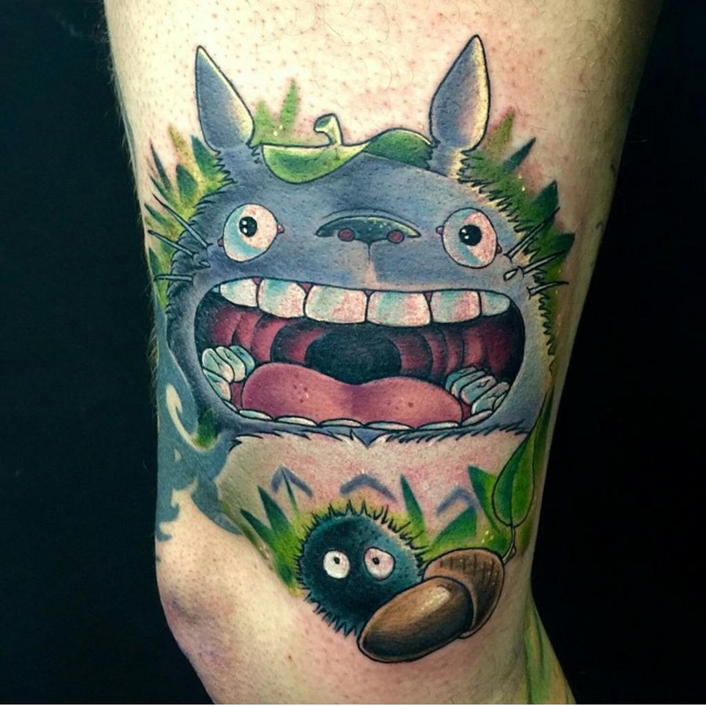 Exprimez de l'émotion avec ce tatouage Totoro