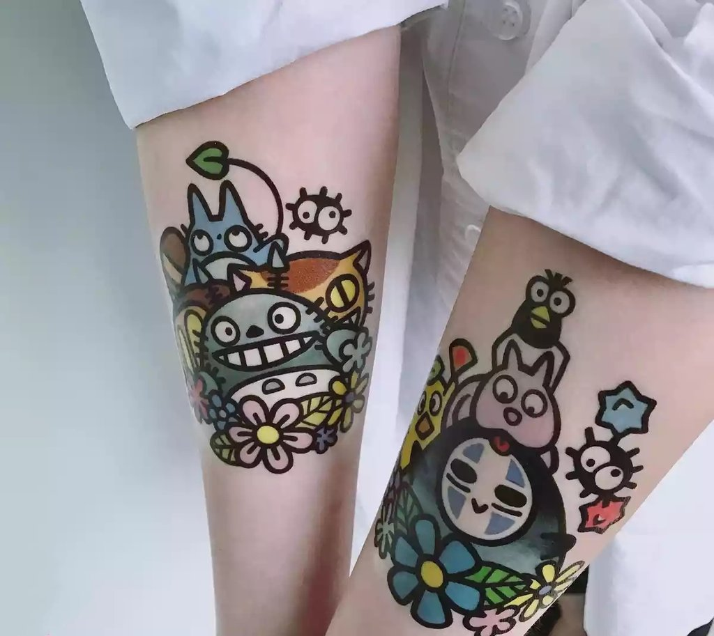 Il est impossible de ne pas remarquer ce tattoo Totoro