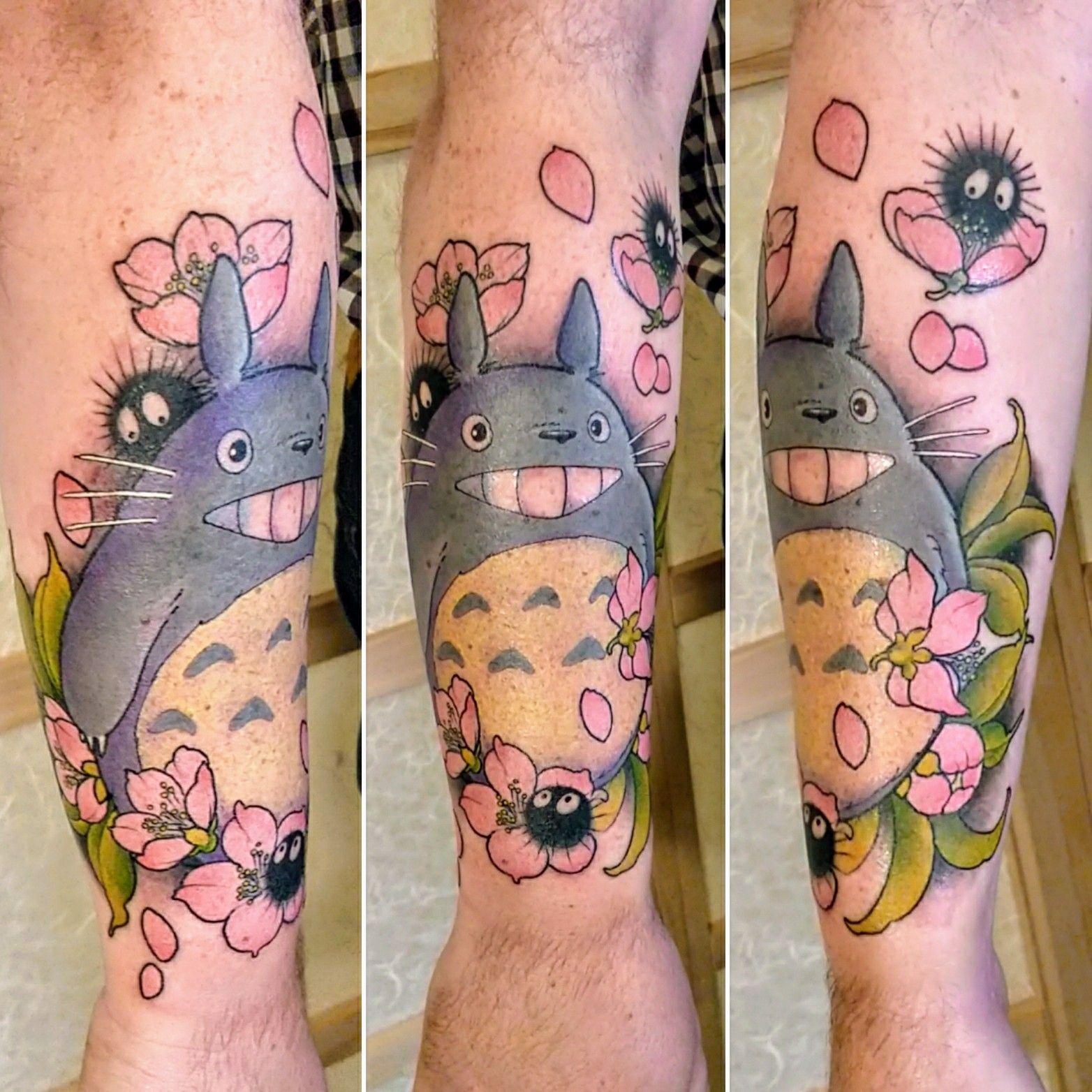 Ce tattoo Totoro est plein d'amour