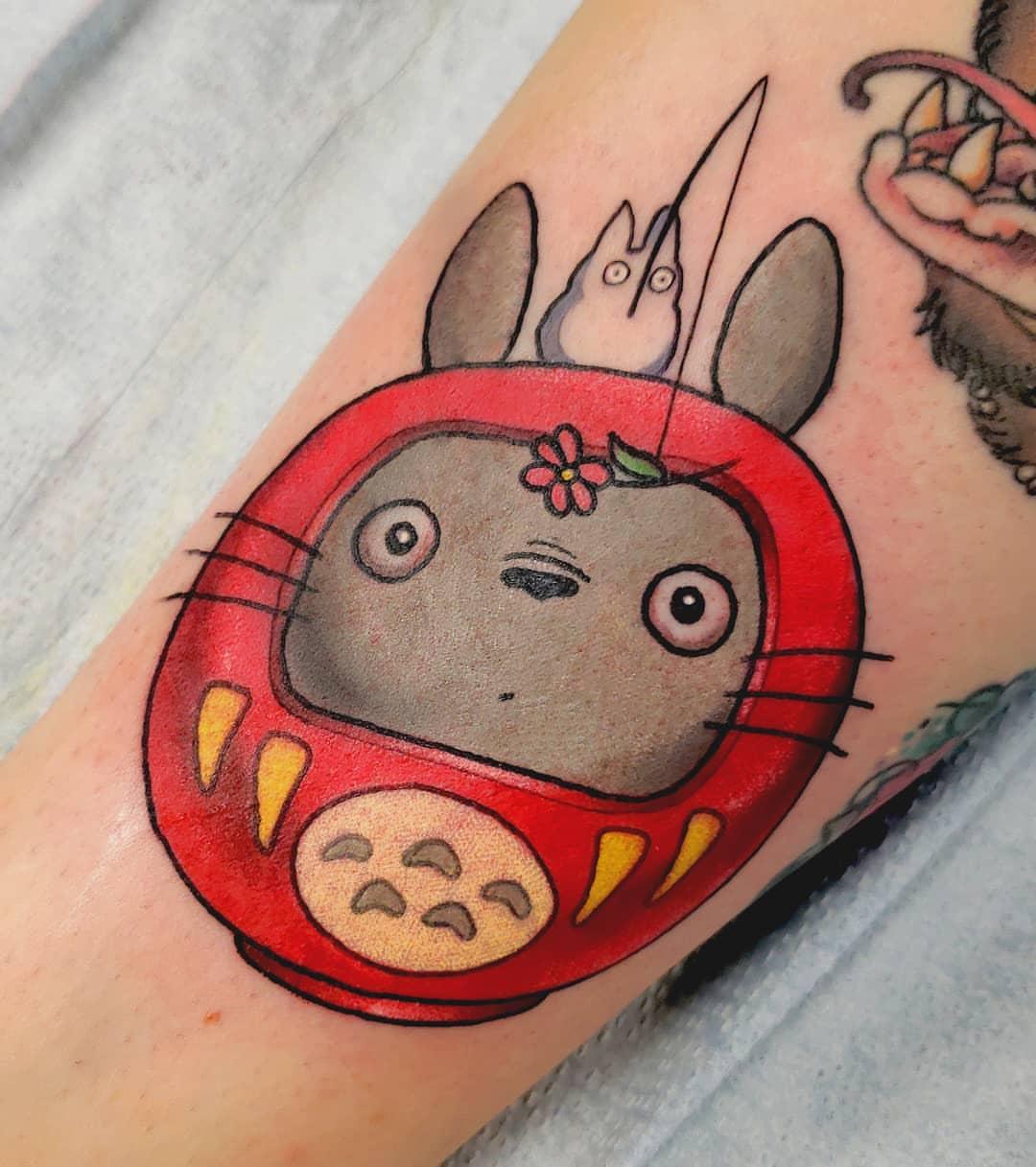 Si vous voulez Totoro tattoo expressif, c'est le meilleur choix