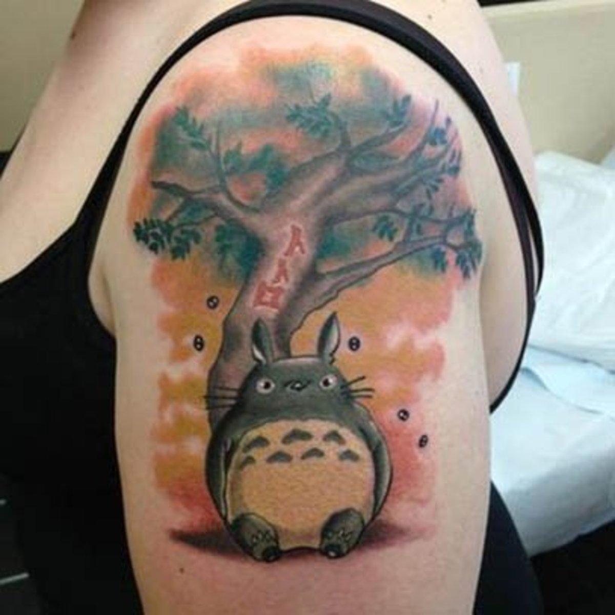 Exprimez votre sagesse avec ce tattoo Totoro