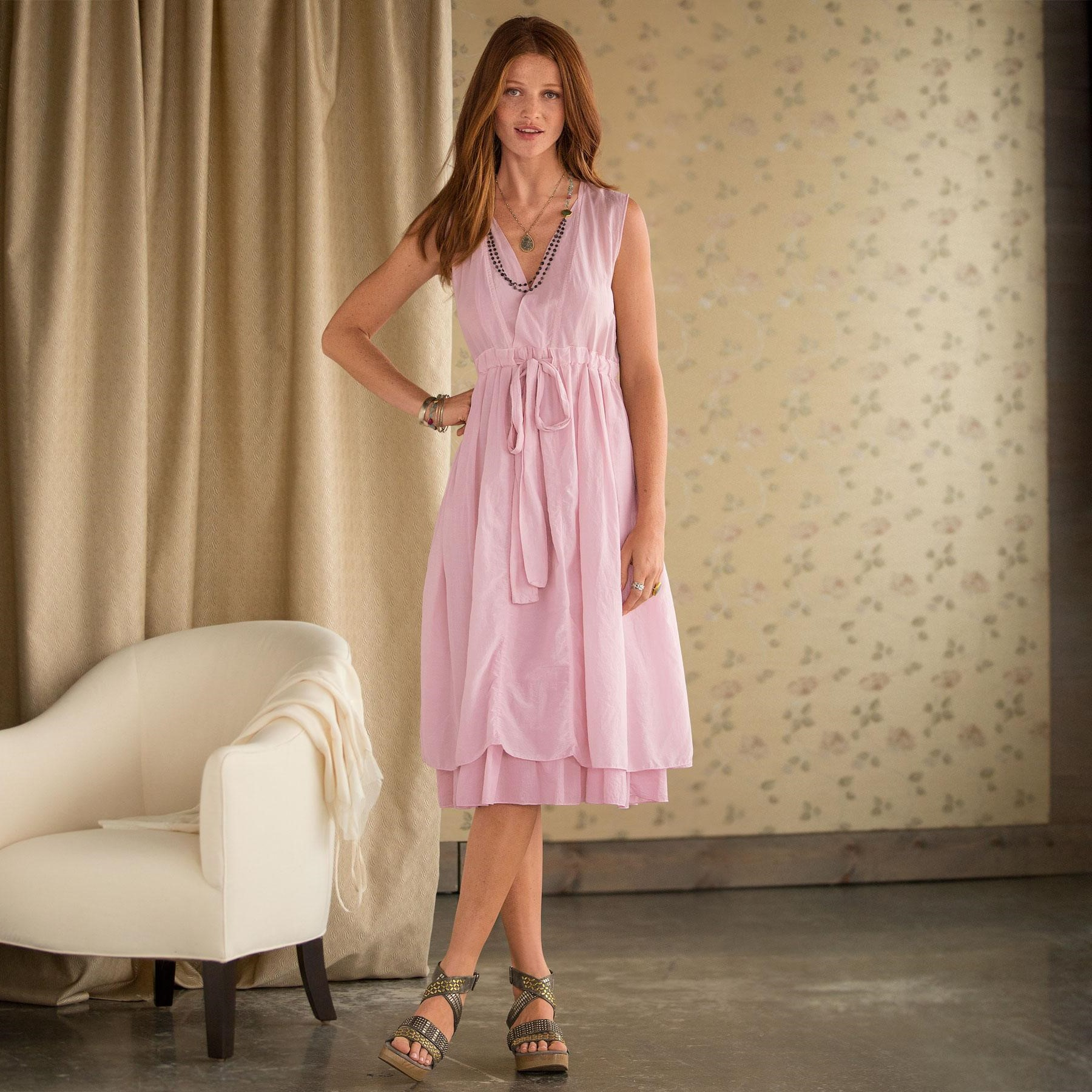 Évitez les tissus froids comme le polyester qui donnent une sensation de froid au couleur lilac.