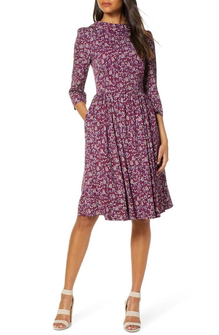 Associez cette robe à une veste en cuir ou à une veste en jean au printemps.