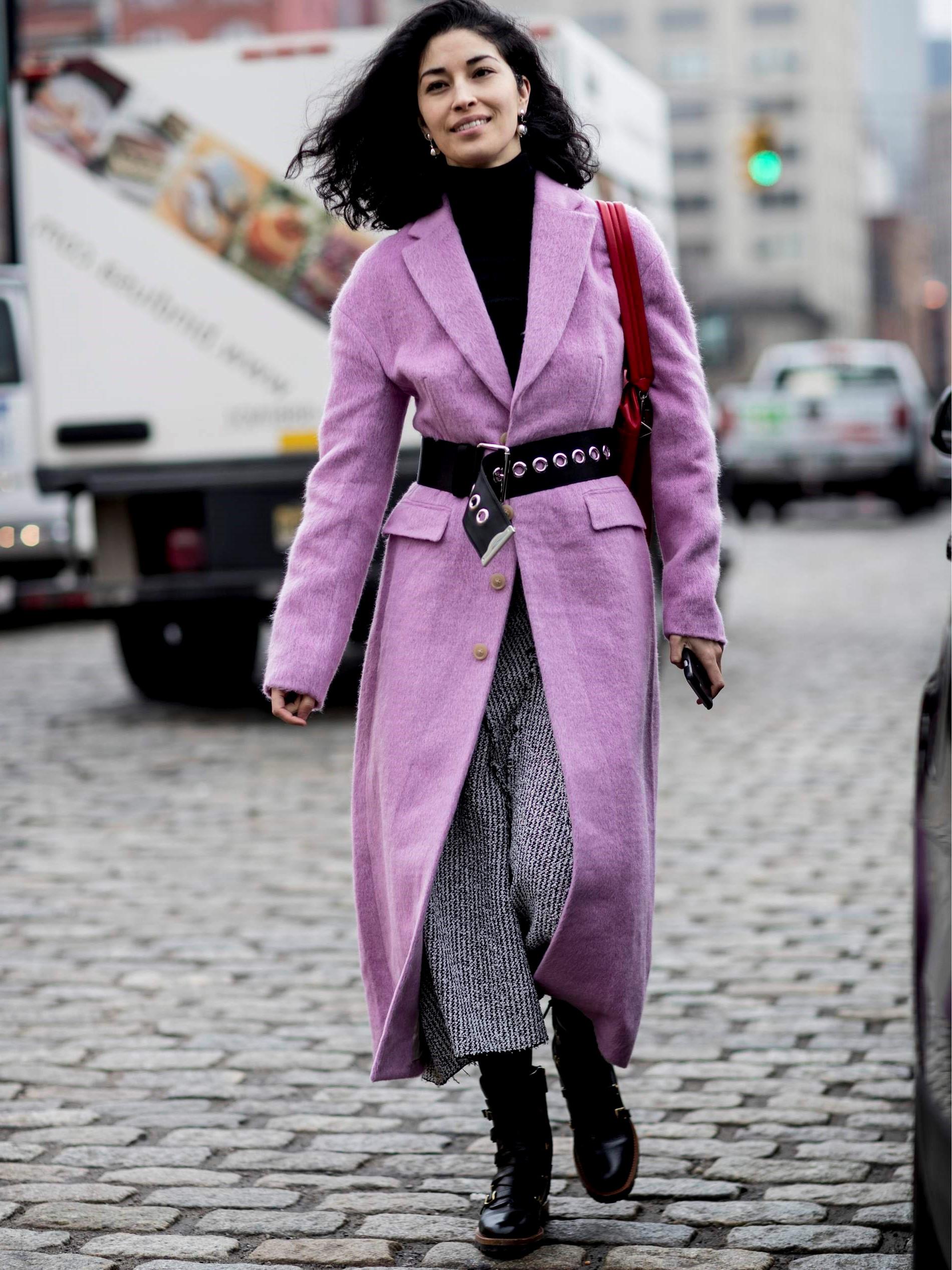 Illuminez votre garde-robe d'hiver avec un manteau de couleur lilac ou lavande.