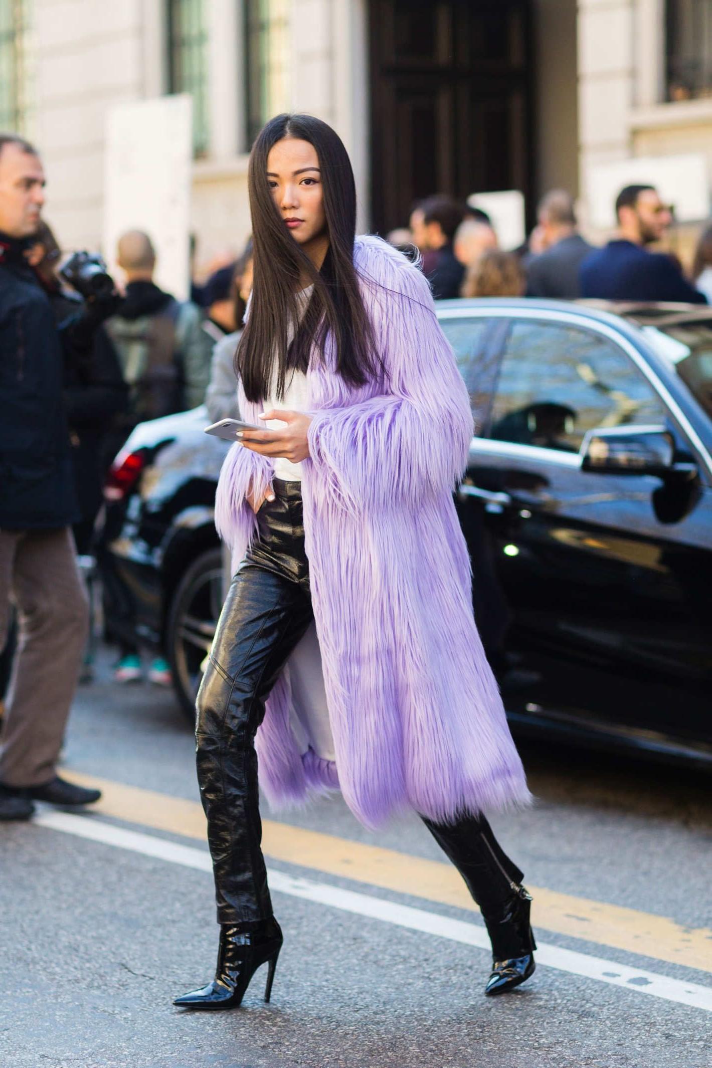 La Fashion Week de New York a été ponctuée de lavande, portée non pas comme couleur d'accent, mais de la tête aux pieds, ou de couleur lilas ou violette.
