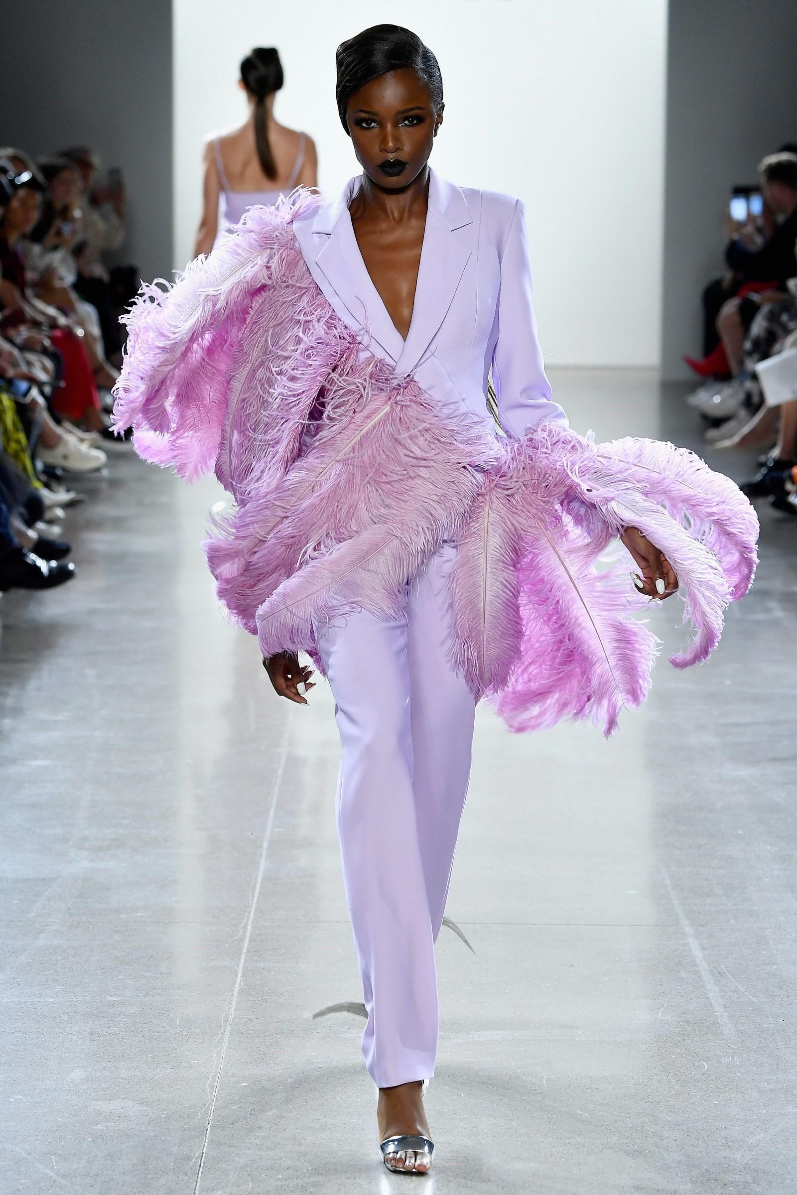 D'autre part, la couleur lilas convient parfaitement aux tons de peau foncés.